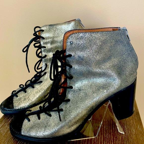 Lace-up Crown Vintage Booties
